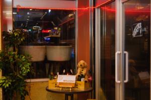 入り口 ゆめ八プレミアム 食べ飲み放題ダイニング 難波心斎橋